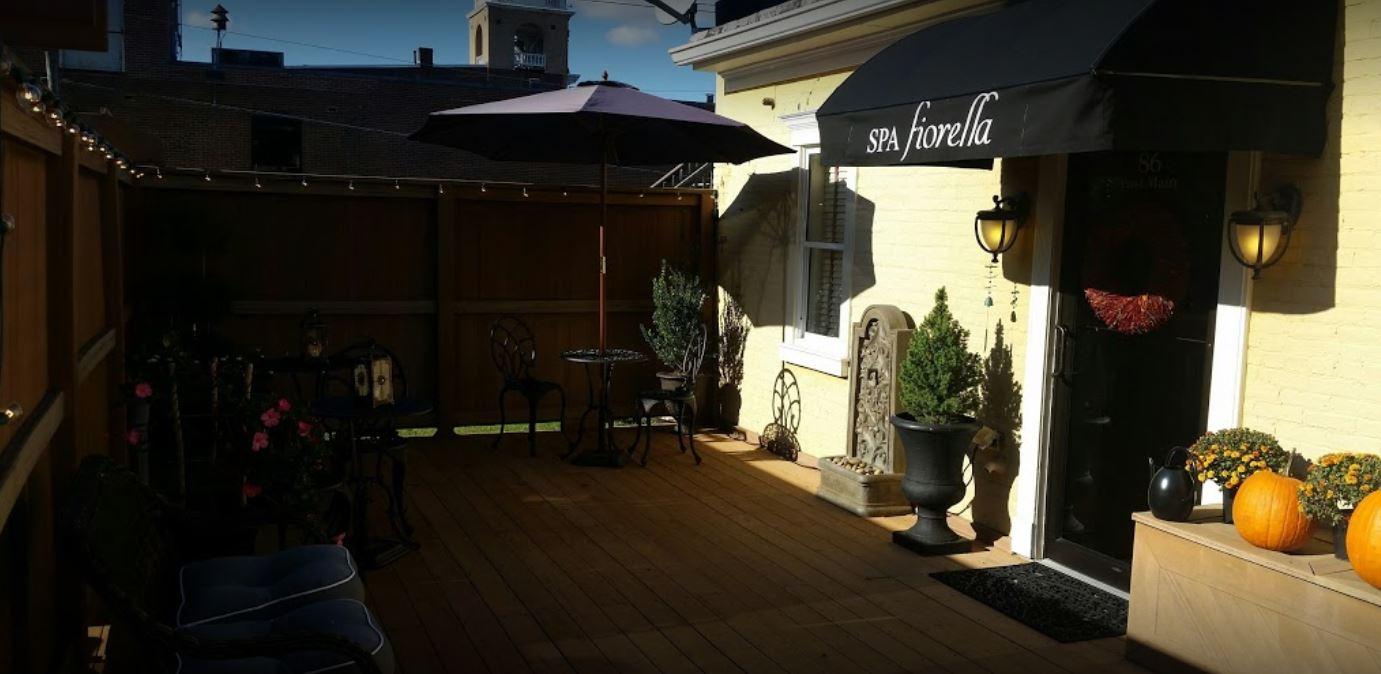 Relax on Spa fiorella's back deck